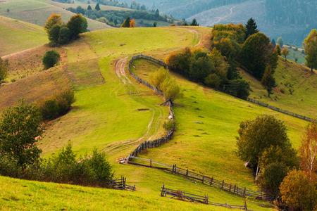 Genähtes Panorama des Herbstgebirgshimmeltal-Nebelfeldes