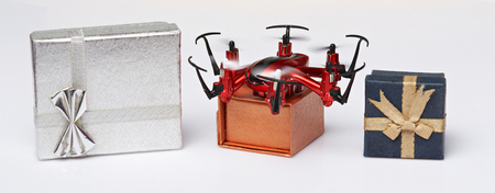 drones: Express delivery via drone service. Gift boxes transport by drone shipping Stock Photo