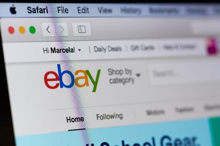 New york, Verenigde Staten - 18 augustus 2017: Ebay-winkeldienst op laptop scherm close-up. Internetwinkelmethode Stockfoto - 84380239