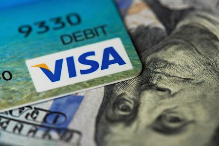 ニューヨーク、アメリカ合衆国 - 8 月 24 日、2017:Close-ドル法案の背景に visa カードのアップ 報道画像