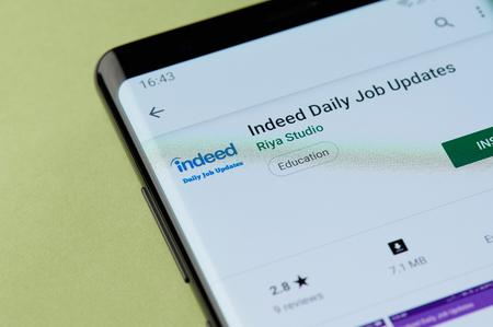 Nowy Jork, USA - 22 kwietnia 2019 r.: Instalacja rzeczywiście codziennego narzędzia pracy w aplikacji na smartfona z Google Market