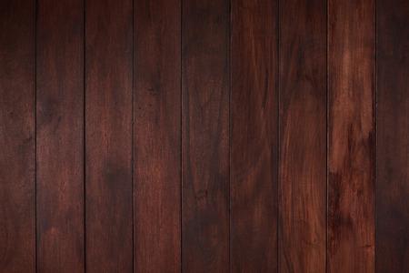 Płaska pusta drewniana powierzchnia z ciemnobrązową deską w kolorze