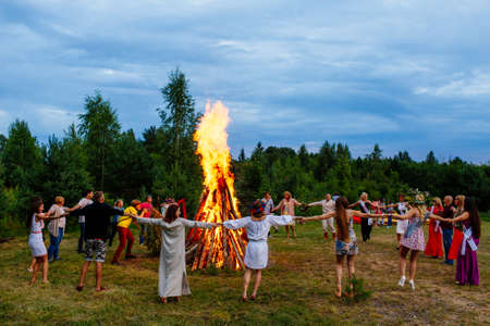 Moscow, Russia, 05.01.2018: people dance around the campfire Stockfoto - 113069221