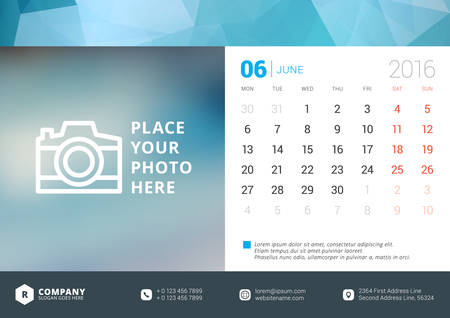 calendario julio: Calendario de escritorio 2016 Vector plantilla de dise�o. La semana comienza Lunes Vectores