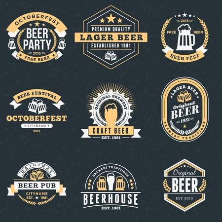 レトロなビンテージ ビール バッジ、ラベル、暗い背景にロゴのセットです。ベクトル図