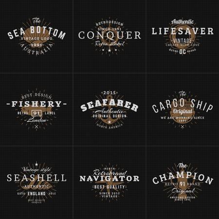 pulpo: Conjunto de etiquetas de la vendimia del inconformista, placas para tu negocio. Tema náutico - mar, ancla, pulpo, Barco, pescado, Shell. Ilustración del vector en el fondo oscuro con textura Vectores