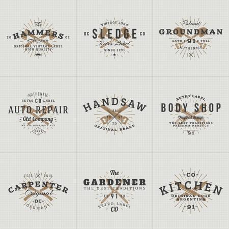 martillo: Conjunto de etiquetas de la vendimia del inconformista, placas para tu negocio. Cuchillo, hacha, martillo, llave. Ilustraci�n del vector