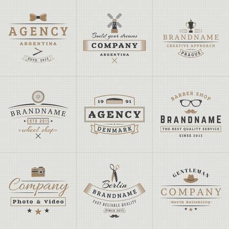 molino: Conjunto de etiquetas de la vendimia del inconformista, logotipos, placas para tu negocio. Pajarita, molino de viento, Barbero, c�mara, tijeras, Sombrero. Ilustraci�n del vector