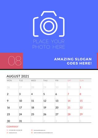 Modello di pianificatore di calendario da parete per agosto 2021. La settimana inizia il lunedì. Modello di disegno di cancelleria. Illustrazione vettoriale Vettoriali