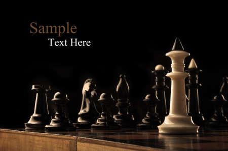 검은 색 조각에 대한 체스의 흰색 왕