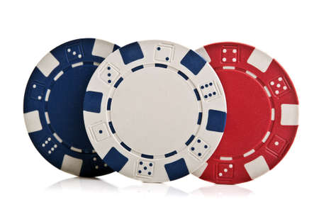 fichas de póquer aislados sobre un fondo blanco