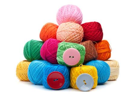 wool fiber: bola de hilo aislado en el fondo blanco Foto de archivo