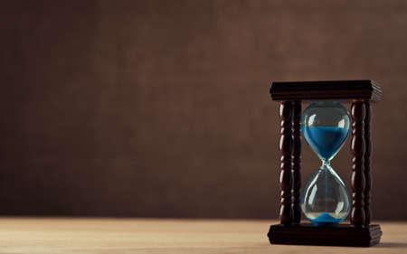 hourglass on wooden table Standard-Bild