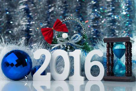 enero: Feliz A�o Nuevo 2016 Foto de concepto feliz navidad con gran figura blanca y fondo abstracto Foto de archivo