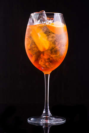 glass of aperol spritz cocktail isolated on a black background Stockfoto - 100897174
