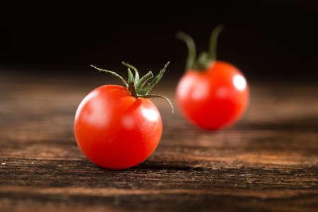Fresh red organic tomato on a wooden table. 版權商用圖片