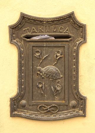 correspond�ncia: caixa de correio antigo com correspond