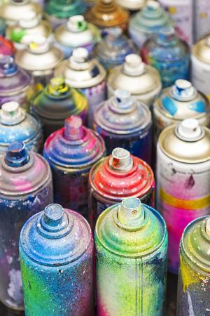 Boîtes usagées de peinture en aérosol Banque d'images - 51204073