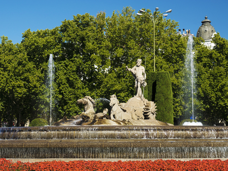 bod: Fountain of Neptune in Madrid, Spain