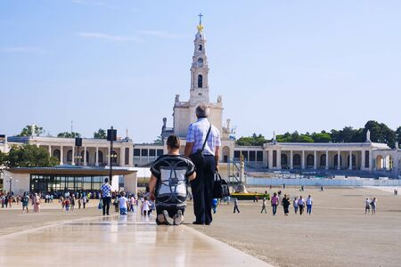 redemption of the world: Fatima - a city in Portugal. One of the centers of Christian pilgrimage thanks to the Virgin of the phenomenon in 1917 Editorial