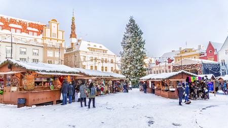 Kerstdecoratie Stadhuisplein in Tallinn Stockfoto