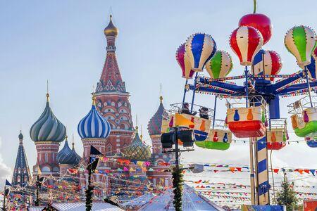 Kerstmis in Moskou. Kerstmarkt op het rode plein.
