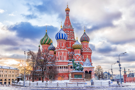 winter view of the St. Basil's Cathedral in Moscow 스톡 콘텐츠
