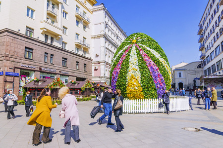giant easter egg: MOSCOW, RUSSIA-11 APRIL, 2017: a giant Easter egg in Kamergersky Lane. Pedestrian tourist street of Moscow Editorial