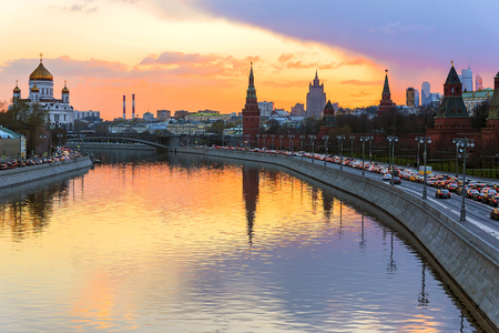 Zonsondergang over het Moskou Kremlin, Rusland Stockfoto