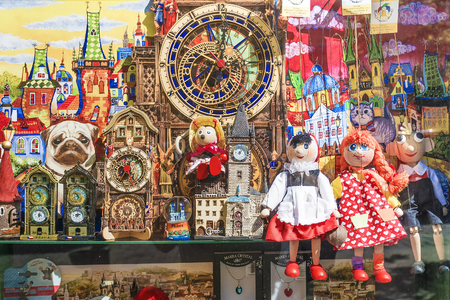PRAGUE, CZECH REPUBLIC - MAY 21, 2016: Beautiful shop window with national souvenirs in Prague Редакционное