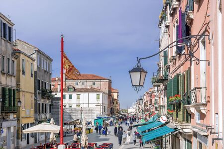 VENICE, ITALY-APRIL 20, 2017: The widest Garibaldi street in Venice is located in the Castello district Banque d'images - 137507601