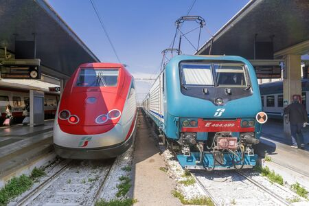 VENICE, ITALY-APRIL 22, 2017: Trenitalia high speed trains train trains at the Venice St. Lucia railway station Banque d'images - 137507604