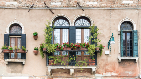 facade of an old house with a balcony in Venice 스톡 콘텐츠