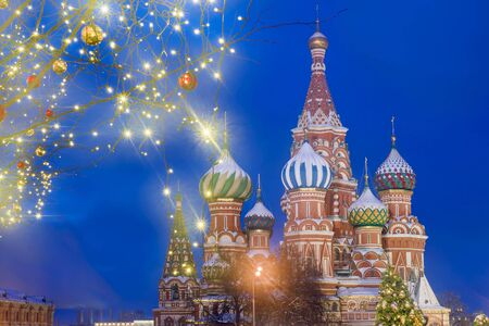 Christmas in Moscow. St. Basil's Cathedral on Red Square in Moscow Banque d'images - 137548053