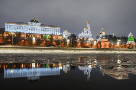 Christmas in Moscow. view of the Kremlin embankment and the Moscow Kremlin Banque d'images - 137548055