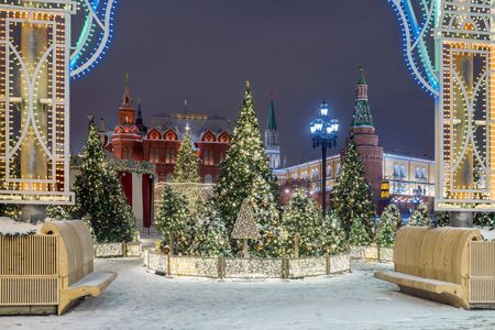 Christmas in Moscow. Manezhnaya square decorated for the new year Banque d'images - 137548058