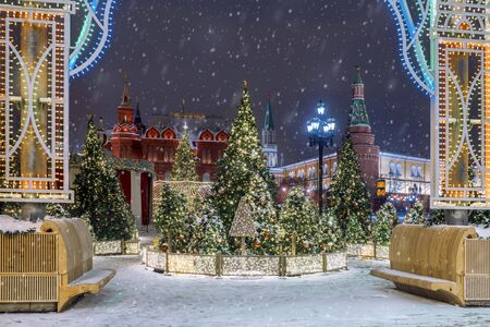 Christmas in Moscow. Manezhnaya square decorated for the new year Banque d'images - 137548059