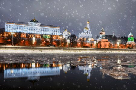 Christmas in Moscow. view of the Kremlin embankment and the Moscow Kremlin Banque d'images - 137548061