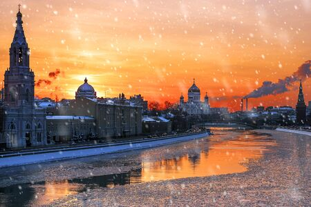winter sunset in Moscow, Russia Banque d'images - 137548064