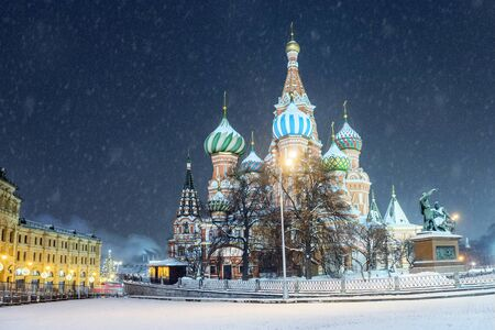 Winter view St. Basil's Cathedral in Moscow Banque d'images - 137548065