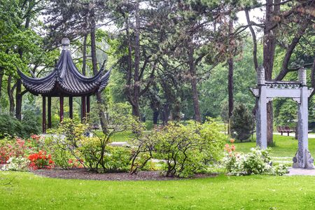 City park with a Japanese gazebo in Riga Banque d'images - 137798139