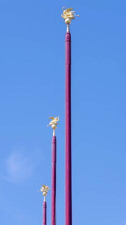 Red flag pole with Venetian lions in San Marco square in Venice Archivio Fotografico