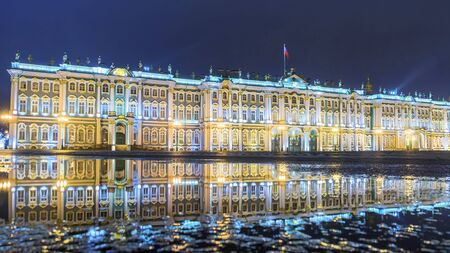 night view of the Winter Palace in St. Petersburg 新聞圖片