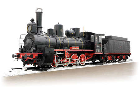 black train: Vieja locomotora de vapor ruso sobre las v�as aisladas sobre fondo blanco Editorial