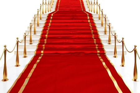 Tappeto rosso per le scale rivestito con candelieri d'oro su uno sfondo bianco Archivio Fotografico