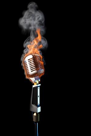 mics: micr�fono antiguo en llamas. aislados en negro.