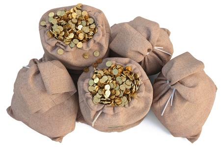 monedas antiguas: bolsas con monedas de oro. aislado en blanco.