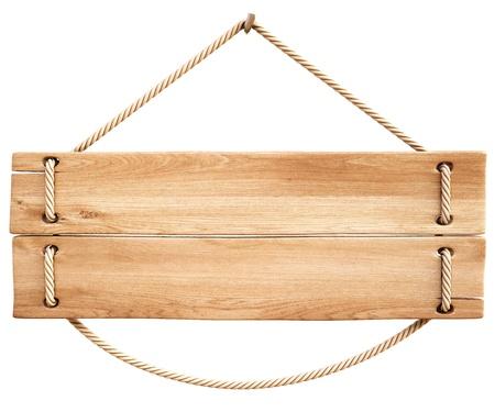 placa bacteriana: cartel de madera en blanco colgando de una cuerda. aislado en blanco.