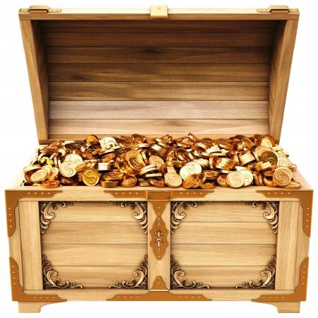 cofre del tesoro: viejo ba�l de madera con monedas de oro. Aislado en un fondo blanco.