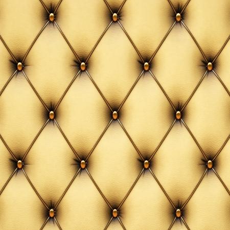 luxe geel leer met gouden knopen.